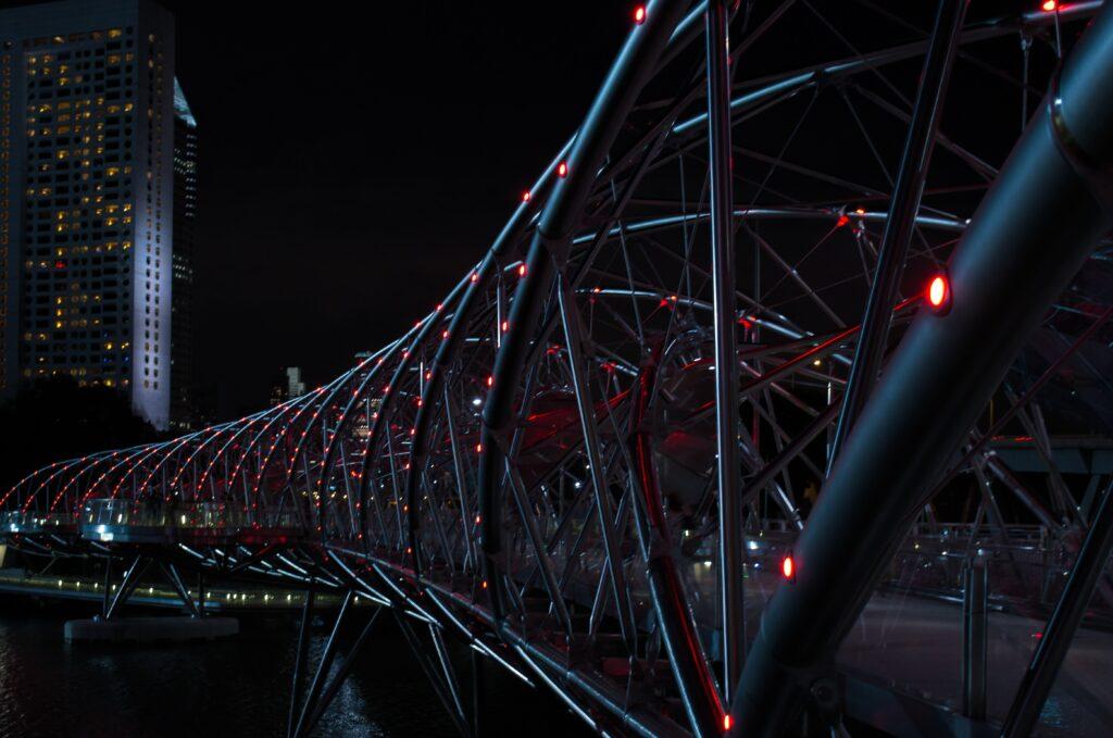image of the helix bridge in Singapore